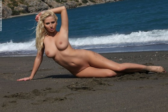nude-on-the-beach8-1024x682